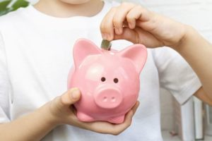 Educational Toys to Teach Kids About Money - Piggy Bank and Safes